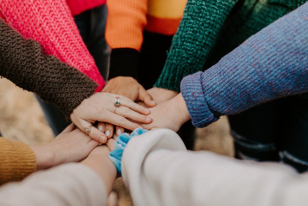 Teamwork erleichtert das Freunde finden