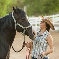 farmstay-neuseeland-pferd-koppel-cowgirl