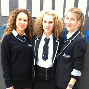 Schüleraustausch England, Erfahrungsbericht, Freundinnen, Schuluniform