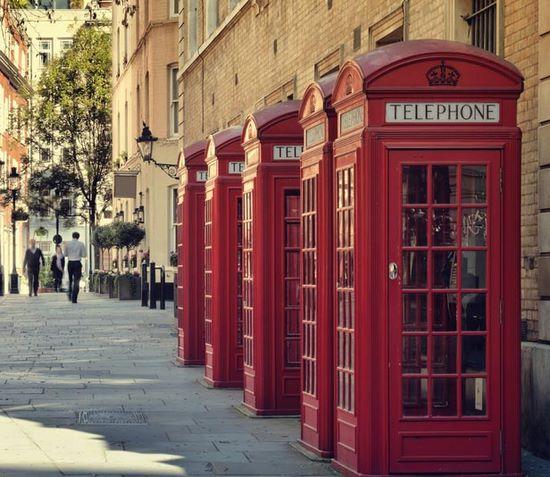 schueleraustausch-england-telefonzellen-reihe