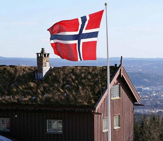 schueleraustausch-norwegen-flagge-haus-ausblick