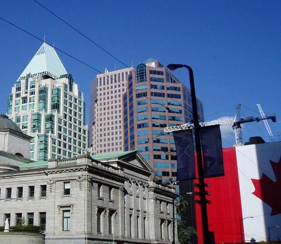 sprachreisen-kanada-vancouver-flagge-stadt