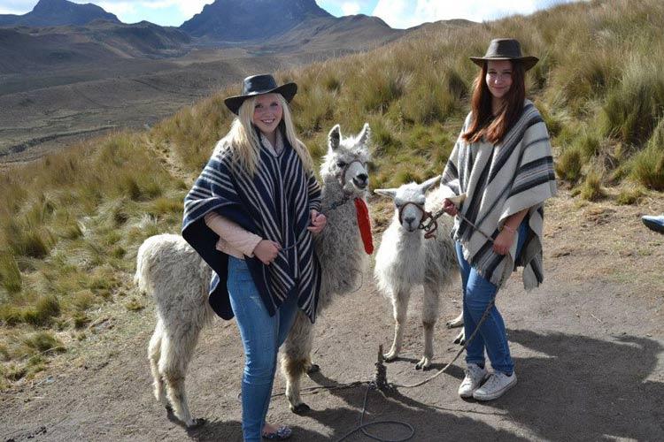 schueleraustausch-ecuador-lamas-freundinnen