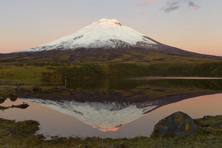 schueleraustausch-ecuador-verschneiter-vulkan-natur