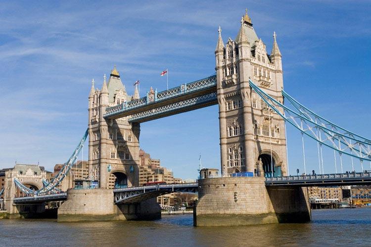 schueleraustausch-england-tower-bridge-himmel