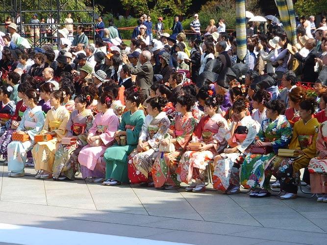 schueleraustausch-japan-frauen-in-kimono-gruppe