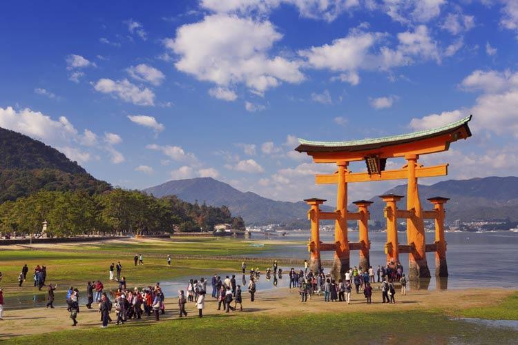 schueleraustausch-japan-sightseeing-tor