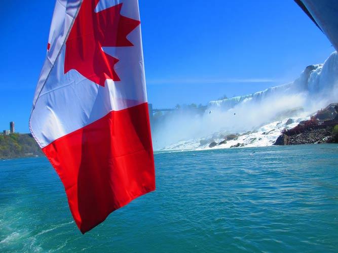 schueleraustausch-kanada-flagge-niagara
