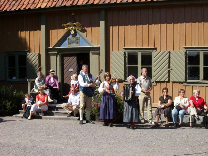 schueleraustausch-schweden-tradition-musik-kleider