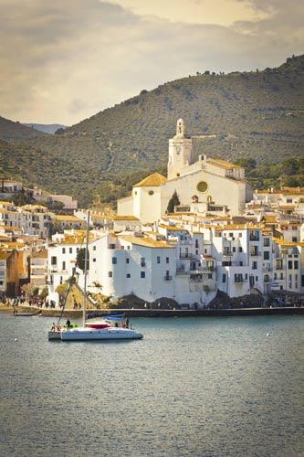 schueleraustausch-spanien-stadt-boot-meer-berg