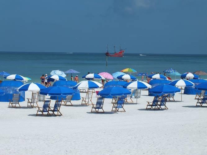 schueleraustausch-usa-reisen-florida-sonnenschirme-am