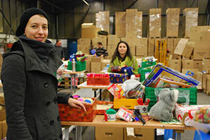 ayusa-intrax-soziales-engagement-Team-Event-2011-Weihnachten-im-Schuhkarton-spenden