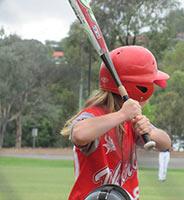 schueleraustausch-australien-baseballschlaeger-helm
