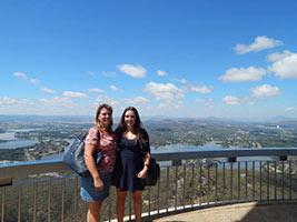 schueleraustausch-australien-maedchen-mit-gastmutter-ausblick