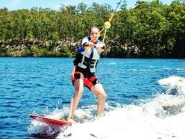 schueleraustausch-australien-wakeboarden-see