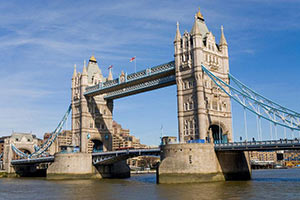schueleraustausch-england-tower-bridge-himmel