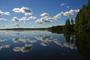 schueleraustausch-finnland-seeblick-wolken