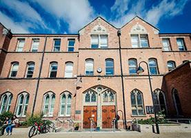 Schüleraustausch Irland, Ferien-Programm, Gebäude