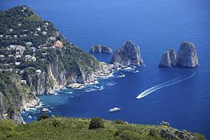 schueleraustausch-italien-kueste-boot-meer