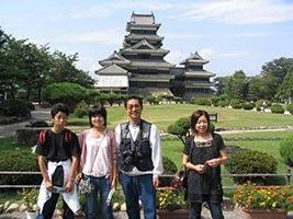 schueleraustausch-japan-gastfamilie-ausflug-zum-tempel