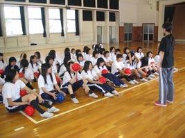schueleraustausch-japan-sportunterricht-lehrer