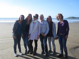 schueleraustausch-neuseeland-strand-gruppe-ausflug