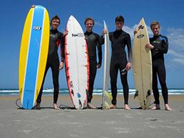 schueleraustausch-neuseeland-surfer-brett