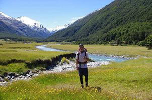 schueleraustausch-neuseeland-wiese-backpacker