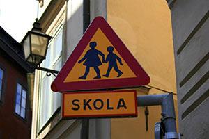 schueleraustausch-schweden-skola-schild