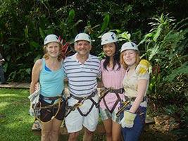 schueleraustausch-usa-familie-kletterausruestung-helm