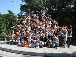 schueleraustausch-usa-reisen-new-york-gruppe-haende