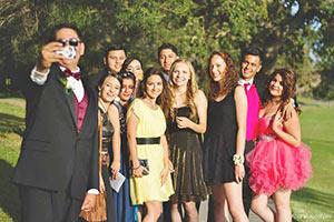 schueleraustausch-usa-selfie-prom-kleider