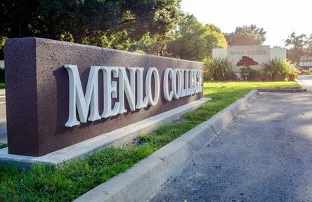 College Stipendium USA, California, Menlo College, Schrift, Zeichen