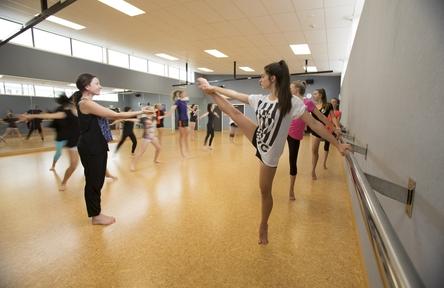 rangitoto college girls in dance class