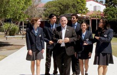 schueleraustausch-australien-schulwahl-robina-state-high-school-students
