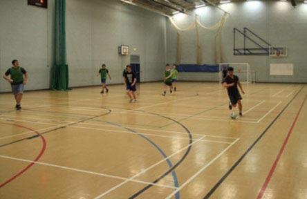 Schüleraustausch England, Schulwahl, Queen Mary's College, Sporthalle