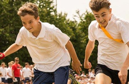 schueleraustausch-england-schulwahl-the-burgate-school-schueler-sport-spaß