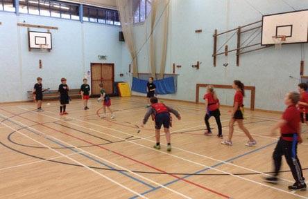 schueleraustausch-england-schulwahl-the-burgate-school-turnhalle-sport