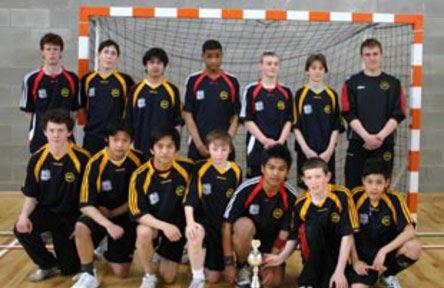 schueleraustausch-irland-schulwahl-ballinteer-community-school-handball-mannschaft