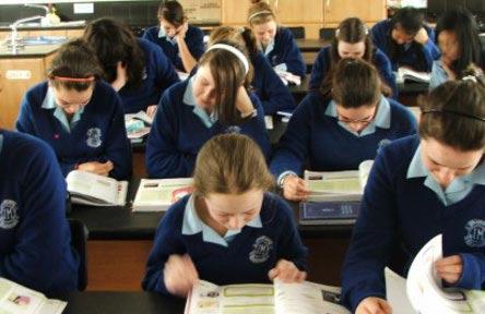 schueleraustausch-irland-schulwahl-our-ladys-grove-secondary-school-klassenkameraden