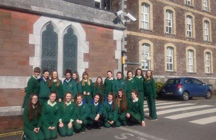 schueleraustausch-irland-schulwahl-st.-angelas-college-uniform