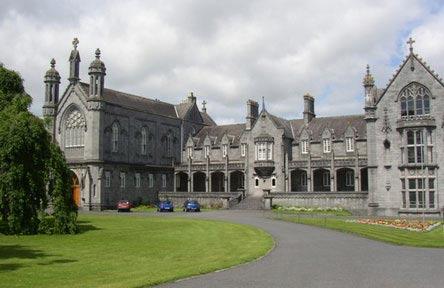 schueleraustausch-irland-schulwahl-st.-kierans-college-schulgebaeude