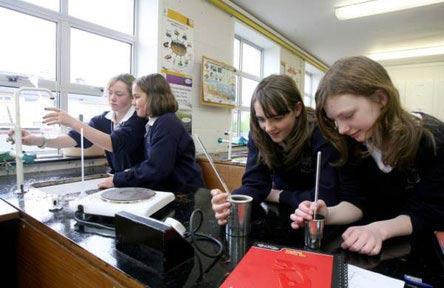 schueleraustausch-irland-schulwahl-st.-pauls-secondary-school-chemie