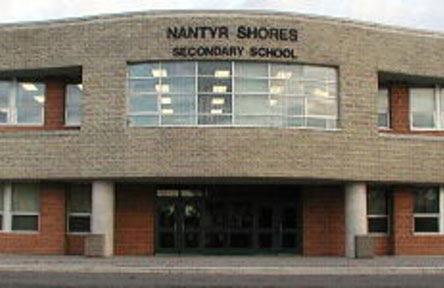 schueleraustausch-kanada-schulwahl-nantyr-shores-secondary-school-eingang