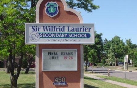 schueleraustausch-kanada-schulwahl-sir-wilfrid-secondary-school-gebäude-schule