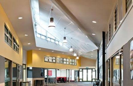 schueleraustausch-neuseeland-schulwahl-heretaunga-college-hallway