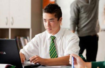 schueleraustausch-neuseeland-schulwahl-rangiora-high-school-computer
