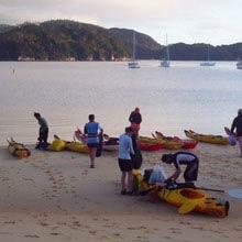 Farmstay Neuseeland, Gruppe, Strand, Kanus, Boote