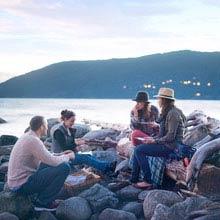 Work und Travel Neuseeland, Lagerfeuer, Strand, Steine