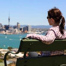 Praktikum Neuseeland, Mädchen, Bank, Ausblick